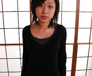 Asian MILF Naomi Matubara undressing and promulgation say no to limbs