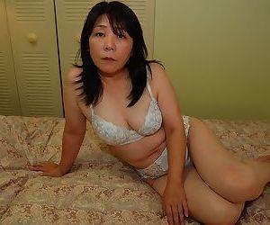 Asian milf with an superb ass and tiny tits Sayuri Nozawa doing some posing