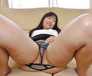 Asian MILF Hideko Okura undressing and exposing say no to juicy cunt regarding barring