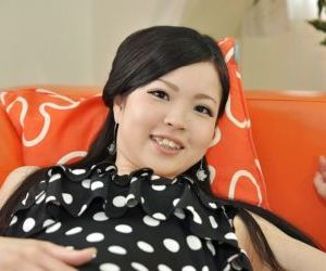 Châu á teen Mana Kikuchi đưa ra cô ấy quần lót và chơi với cô ấy tình dục đồ chơi
