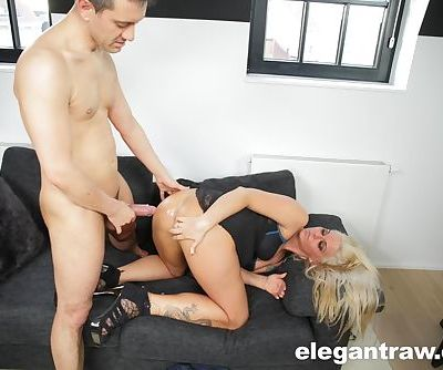 Blonde MILF Simony Diamond finishes off anal sex with an anal creampie
