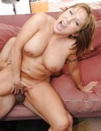 Mature cowgirl Luna Azul has her pussy fucked hardcore after a blowjob