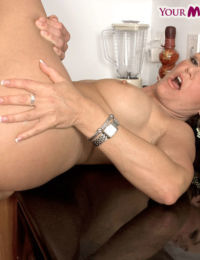 Sexy older lady Kelly Leigh invites a younger guy to fuck her in the ass