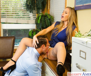 Blonde hottie Nicole Aniston has an amazing screw in the office