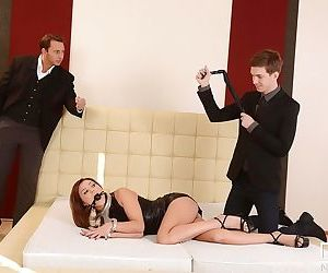 BDSM mistress Alysa gets her ass torn in wild threesome scene