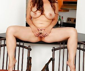 Asian mature Lucy Page plays with her accurate trimmed crack
