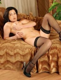 Over 30 MILF Priscilla posing in black nylons and high heels