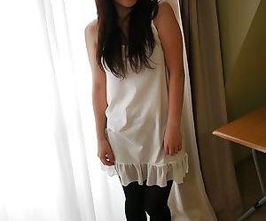 Oriental brunette Emiri Tanizawa titillates her unshaven niche
