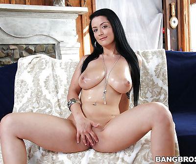 Close up masturbation from an big tits babe with an tight ass Katrina jade