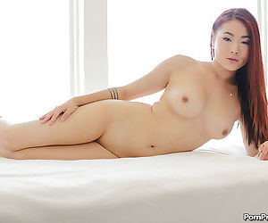 Asian babe in denim shorts Lea Hart delights in spreading ass and pussy