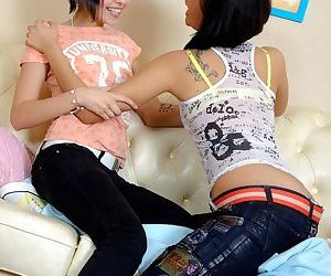 Teen girls try lesbian sex after having to much alcohol to drink