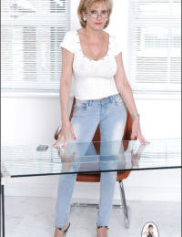 Gorgeous mature lady in skin-tight jeans exposing her petite ass
