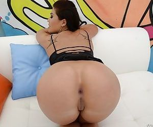 Lusty asian pornstar London Keyes uncovering her amazing ass
