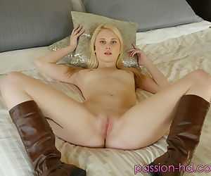 Young blonde inclusive Lily Rader showcases say no to unconstrained pussy after banditry uncovered