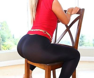 Hot blonde in heels Briella Bounce showing her gorgeous booty