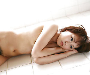 Sweet asian girl with neat ass Mina Manabe slipping off her bikini