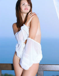 Glamour teen Mesed A drops her draping to show her naked beauty