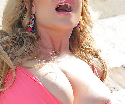 Splendid mature Kelly Madison shows her big natural tits outdoor