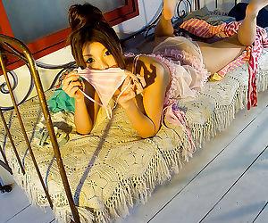 Sweet asian babe Azumi Harusaki showcasing her seductive curves