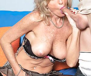 Topless mature mom eats her boy toys jizz after sucking him off
