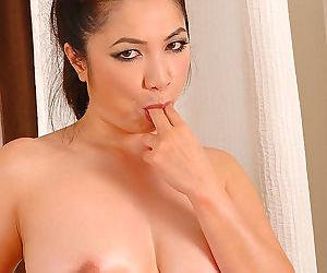 Busty Japanese masseuse Midori Tanaka utterance bop trample blowjob