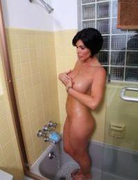 Masturbating scene of an mature chick Shay Fox in her bath
