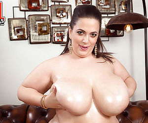 Fat MILF with huge tits Mia Sweetheart complete nudity pussy fingering
