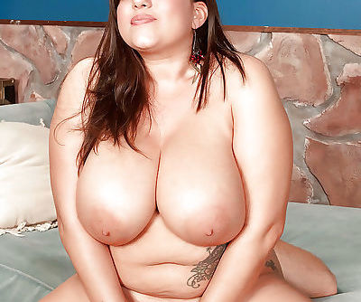 Melonie Max denudes her fat tits and butt and mounts a bulging dick