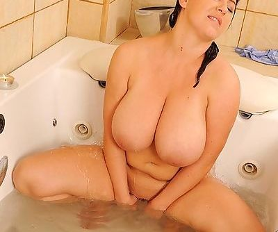 BBW MILF Kora rubbing and toying her shaved pussy in the bath
