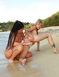 Foxy blonde lesbian gets her pussy stuffed by her brunette friend