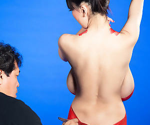 Asian woman Hitomi gets her big saggy breasts covered in body paint