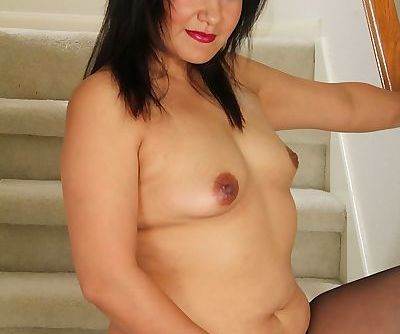 Asian mature Babe Susie Jhonson masturbates her smoothed shaved pussy