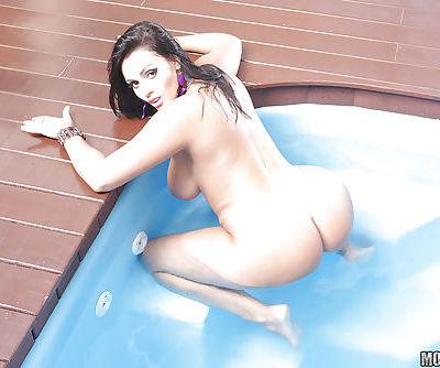 Latin babe with big boobs and ass Regina Rizzi strips off bikini