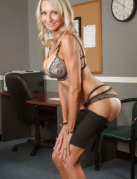 Office beauty Emma Starr demonstrates her such a great big ass