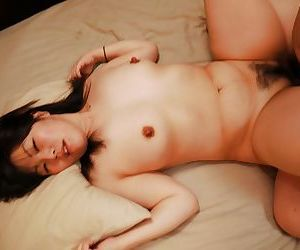 Fetching Asian princess showing her unopposed cock handling expertize