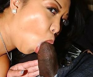 Filthy asian slut Jazmine Leih blows a fat black boner in the car