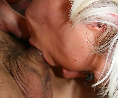 Slutty MILF Jennie McCarthy gets throat fucked by a big cock