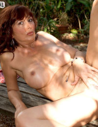 Mature chick with a hot body fucks outdoors and gets satisfied to the maximum
