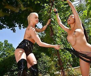 BDSM lesbian fuck of Vicktoria Redd and her girlfriend Danika