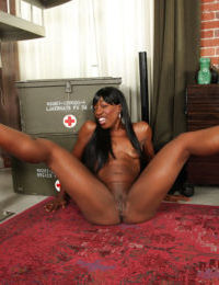 Marvelous ebony babe Pepper Deville acts as a really seductive bitch