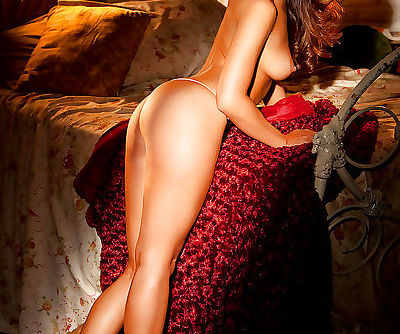 Stunning asian babe Mei-Ling Lam showcasing her graceful curves