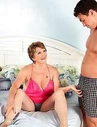 Dominate granny Bea Cummins fucks a youngsters measurement their way defenceless soft-pedal watches