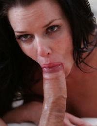 Perverted mature brunetet Veronica Avluv is licking this juicy prick