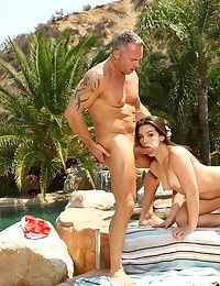 Brunette Kimber Woods throats heavy dick in sloppy modes until facialized