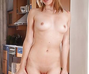 European chick Angel Piaff puffing up wide open vagina with pussy pump