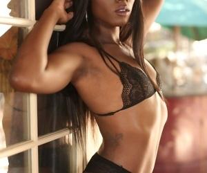 Hypnotizing bombshell Ana Foxxx amazes with her exposed skillful body outside