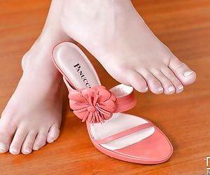 Leggy brunette beauty Wendy Moon displaying nice feet and pierced vagina