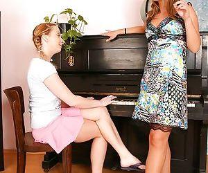 Euro lesbians Brooke Summers and Lillis lick nipples and vaginas