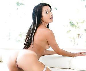 Young amateur Latina Marina Angel displays her flexibility naked