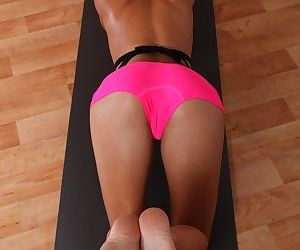 Brunette babe PeachyB Gym dose sport in her sexy pink shorts